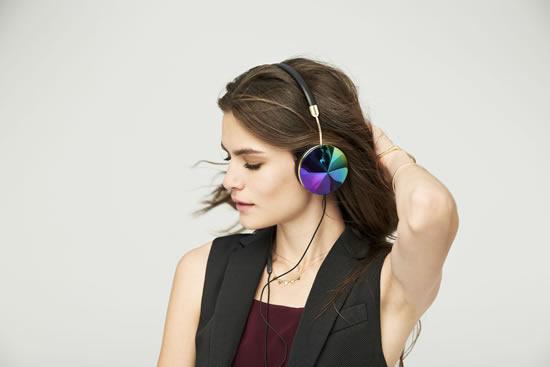 Moda ve Teknolojiyi Bir Araya Getiren Kulaklık Tasarımları
